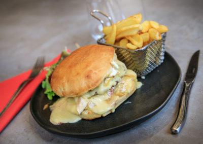 Hamburger fait maison - Brasserie Les Tuileries